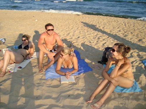 Hair Braiding in Lake Malawi www.heleninwonderlust.co.uk
