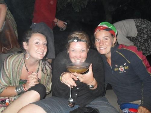 Hairbraiding in Malawi www.heleninwonderlust.co.uk