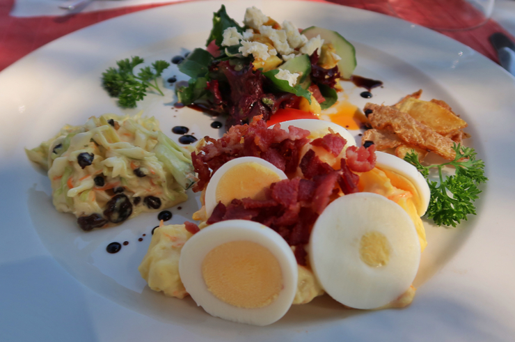 Breakfast at the Stanley Safari Lodge, Livingstone, Zambia